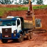 limpeza de terreno com escavadeira