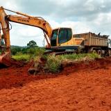 serviço de limpeza de terreno com retroescavadeira Brasilândia