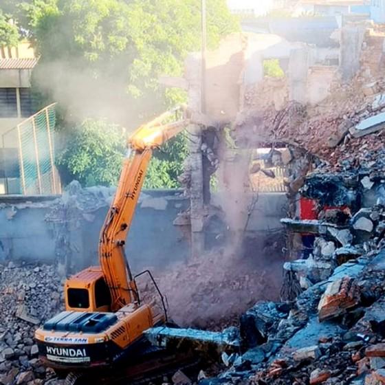 Demolição e Terraplanagem Cachoeirinha - Demolição de Galpão