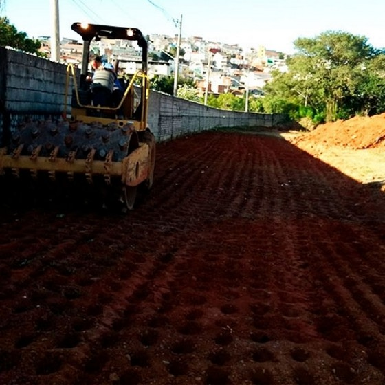Limpeza de Terreno com Trator Vila Guilherme - Limpeza de Terreno com Retroescavadeira