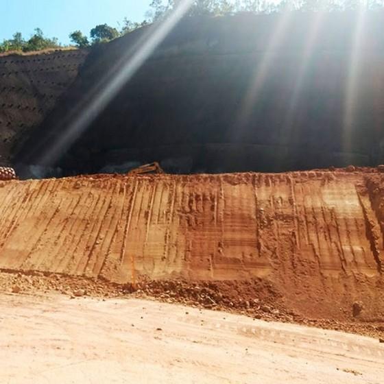 Onde Faz Serviço de Nivelar Terreno Declive para Construção Casa Verde - Nivelamento de Terreno Declive