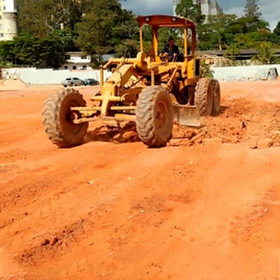 Onde Tem Máquina para Limpar Terreno Jandira - Limpeza de Terreno com Retroescavadeira