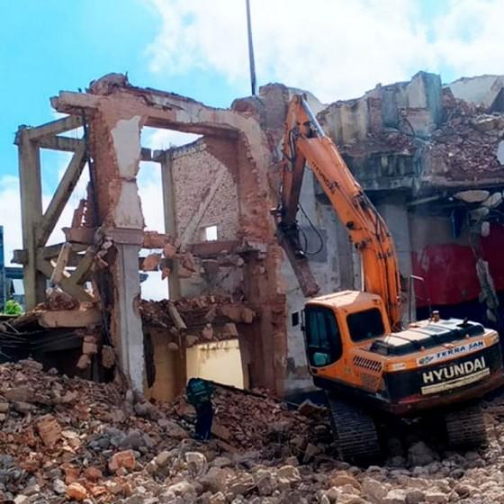 Serviço de Demolição de Casas Cajamar - Demolição Industrial