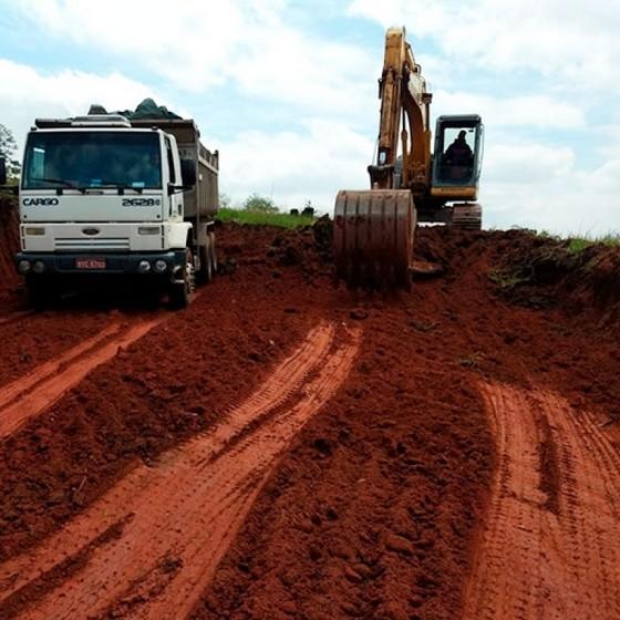 Serviço de Nivelar Terreno Aclive Lauzane Paulista - Nivelamento de Terreno Aclive