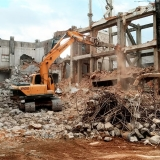 demolição de galpões Praça da Arvore