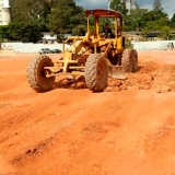 onde tem máquina para limpar terreno Vila Romana